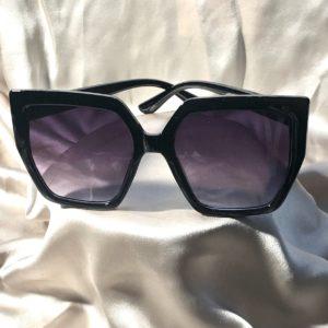 retro sunglasses, black large frame,
